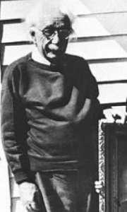 Albert Einstein murió en abril de 1955 por una hemorragia interna. Sólo un mes antes se tomó en Nueva Jersey esta imagen del genio. Tenia 76 años.
